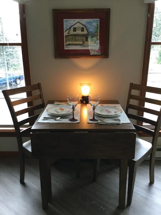 cider mill apartment dining area